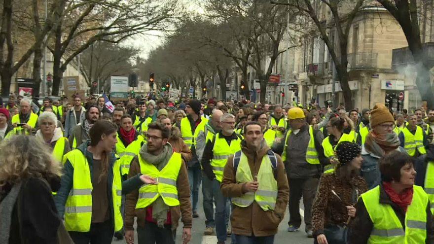 'Sarı Yelekliler', Paris'te 5. kez sokağa iniyor: Polis alarmda