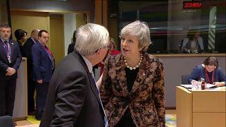 [Vídeo] El tenso intercambio entre Theresa May y Jean-Claude Juncker