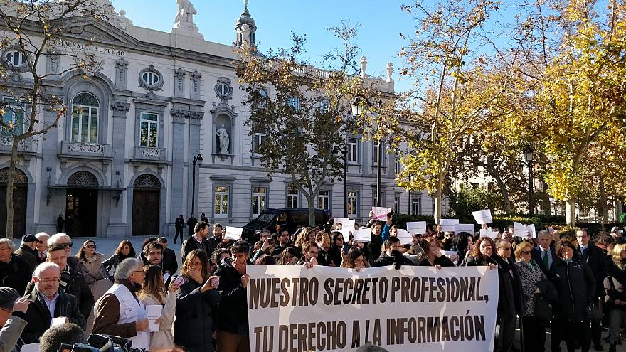 Spain: Journalists stage protests for right to 'keep professional secrets'