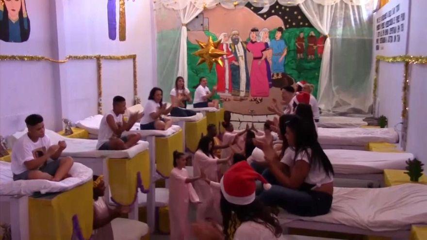 شاهد: أجواء احتفالية في سجن برازيلي بمناسبة عيد الميلاد