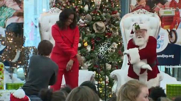 Michelle Obama tanzt mit dem Weihnachtsmann