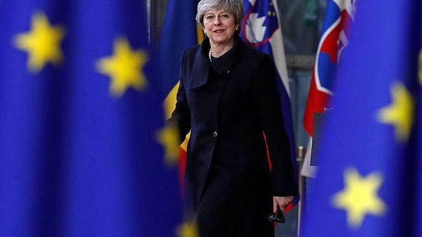 AB, İngilizlerden vize parası alacak