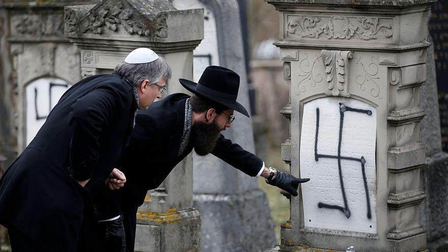 نقش صلیب شکسته بر قبرهای یهودیان استراسبورگ