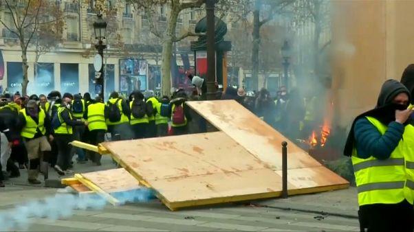 السترات الصفراء في فرنسا: سوف نتظاهر من الآن إلى عيد الفصح