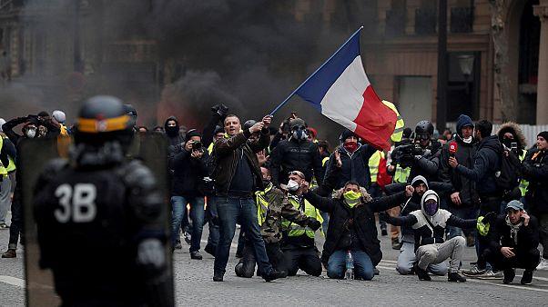 """Reportage sur les routes de France, parmi les """"gilets jaunes"""""""