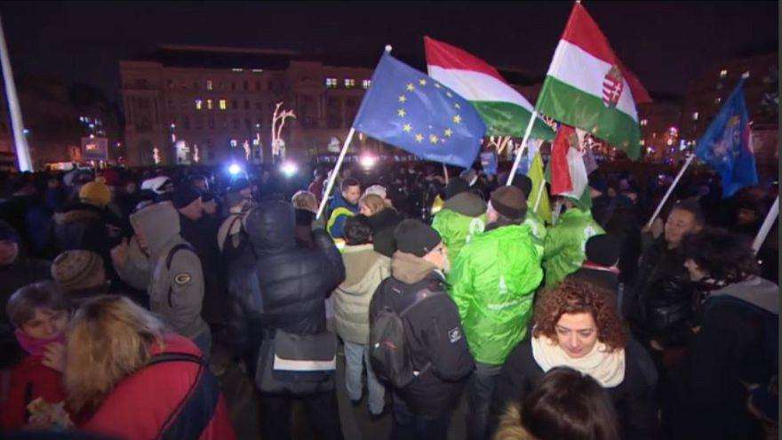 Ungheria, terza nottata di proteste contro le nuove leggi sul lavoro