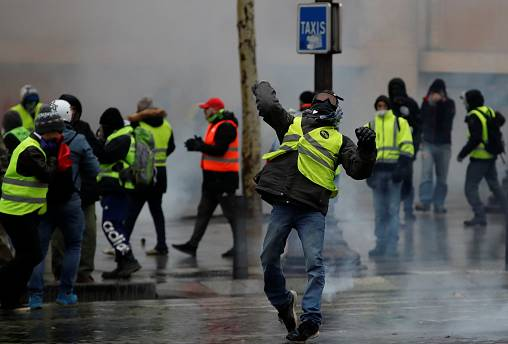 'Gilets jaunes' gather in Paris for fifth weekend of protests