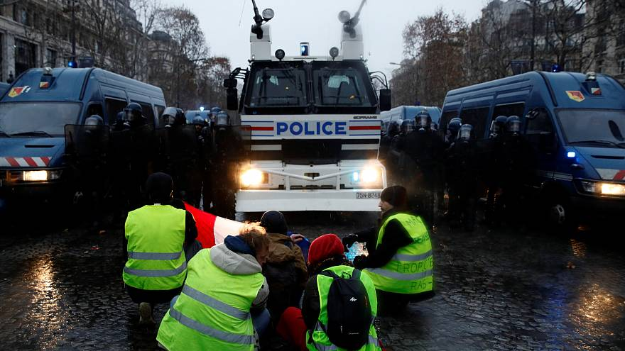 'Gilets jaunes' act V sees drop in turnout