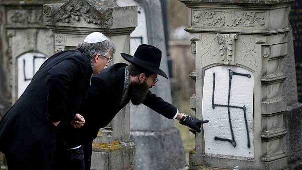 Fransa'da saldırıya uğrayan Yahudi mezarlıklarına gamalı haç işareti