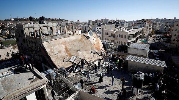 İsrail ordusu Filistinlinin evini patlayıcıyla yıktı