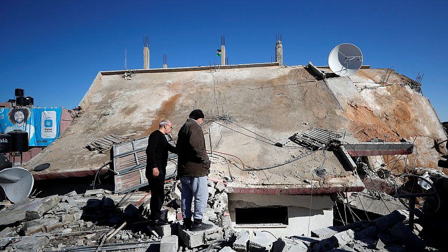 İsrail asker öldürmekle suçladığı Filistinlinin evini yıktı