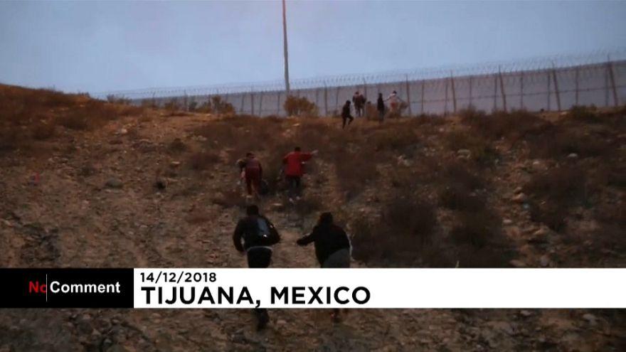 Mexiko: Familie mit Kleinkindern schafft es über Grenzzaun