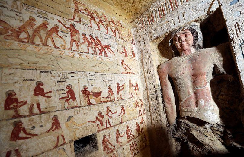 اكتشاف مقبرةفرعونية في مصر عمرها 4400 عام