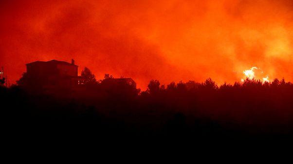 Πυρκαγία σε εξέλιξη στην Κάρυστο