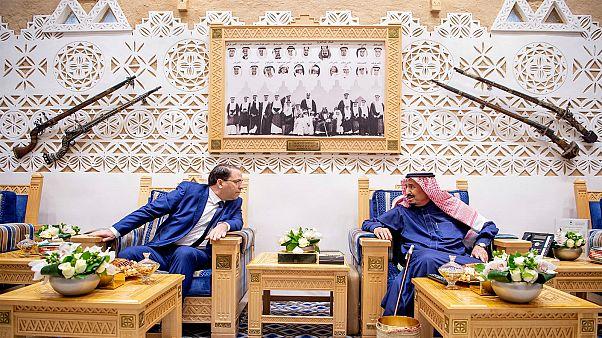 رئيس وزراء تونس يوسف الشاهد خلال اجتماع مع الملك سلمان بن عبد العزيز