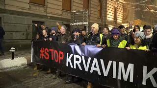 Serbia: migliaia di persone in piazza contro il Presidente Vucic