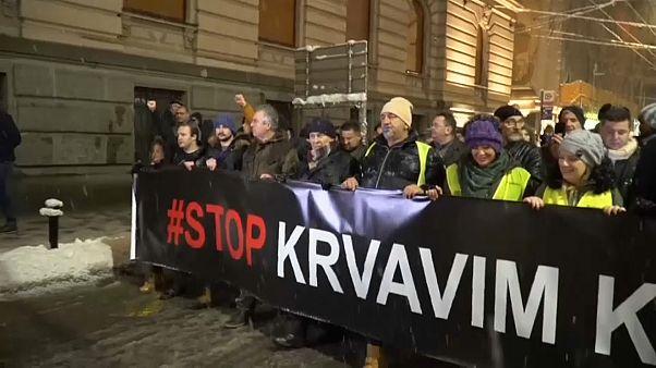 Miles de personas se manifiestan contra el presidente serbio