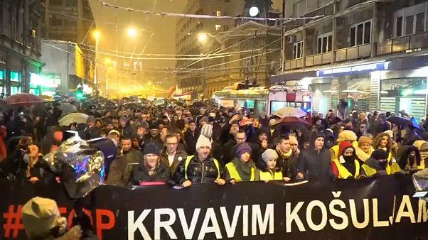 In Belgrad gehen erneut Tausende Demonstranten gegen die Regierung auf die Straße