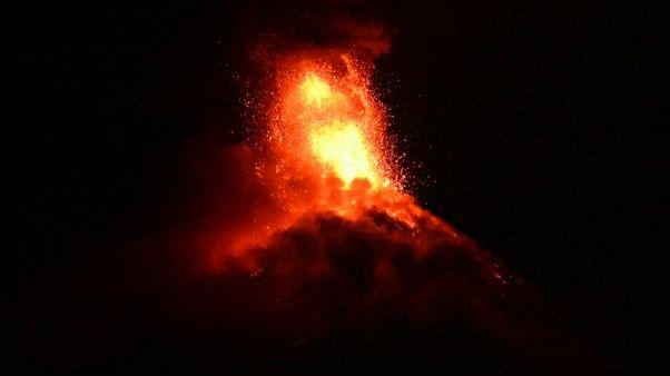Soputan Yanardağı tekrar faaliyette: Küller 3 bin metrede