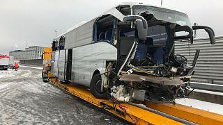 Busztragédia a zürichi autópályán