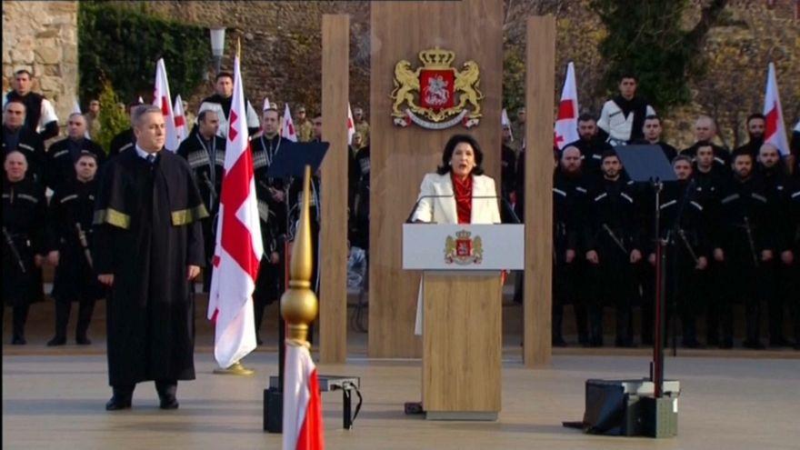 Zurabishvili jura el cargo de presidenta de Georgia entre protestas de la oposición