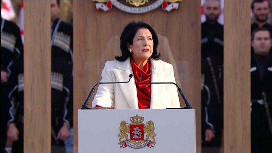 Salomé Zourabichvili investie présidente de Géorgie... et toujours contestée