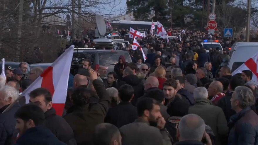 احتجاجات في جورجيا ضد تنصيب رئيسة البلاد المنتخبة