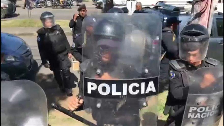 El gobierno de Nicaragua cierra varios medios y ONG