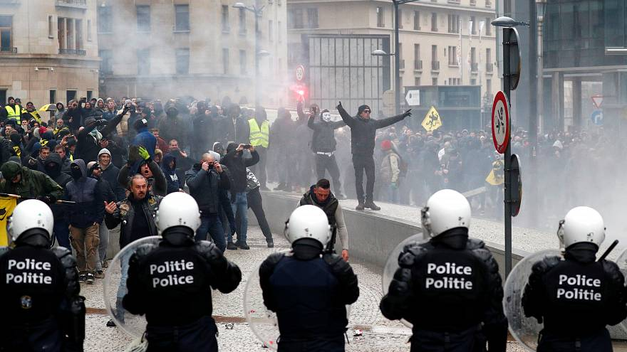 Brüssel: Ausschreitungen rechter Demonstranten