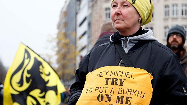 Belçikalı milliyetçilerden hükümete mülteci ve göç anlaşması protestosu