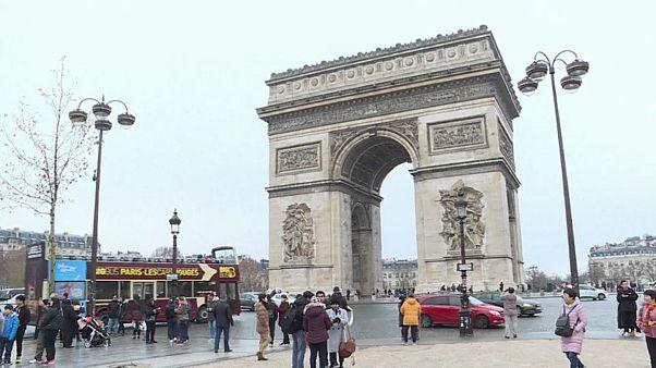 """Domingo sem """"coletes amarelos"""" em Paris"""
