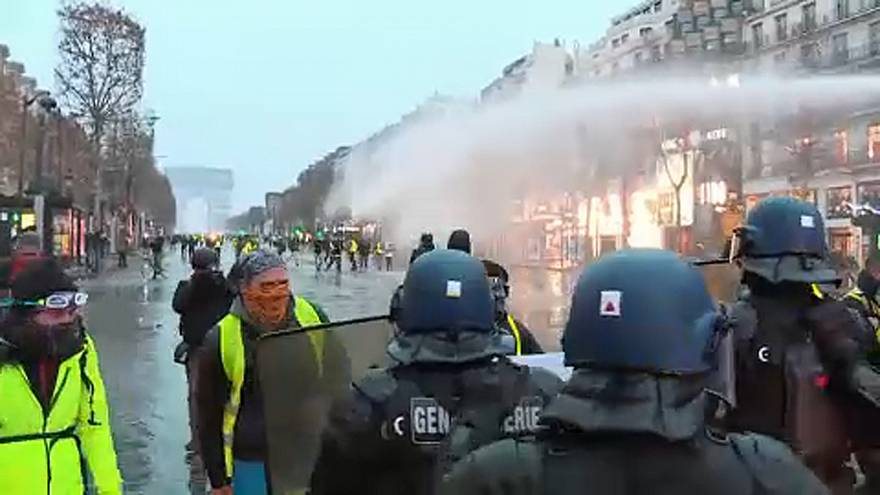 Yellow Vest protest: the clean up