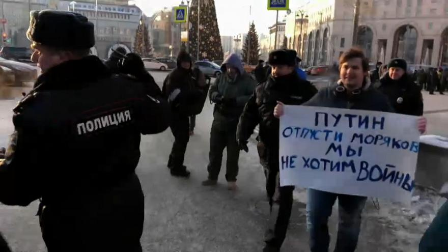 Peace protesters face hostility in Moscow