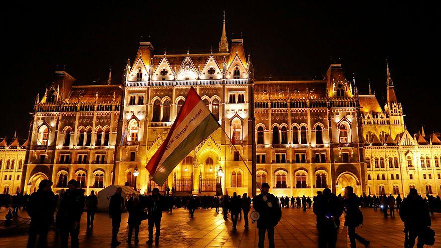 """Hungría continúa su lucha contra la """"Ley de la esclavitud"""" de Orban"""
