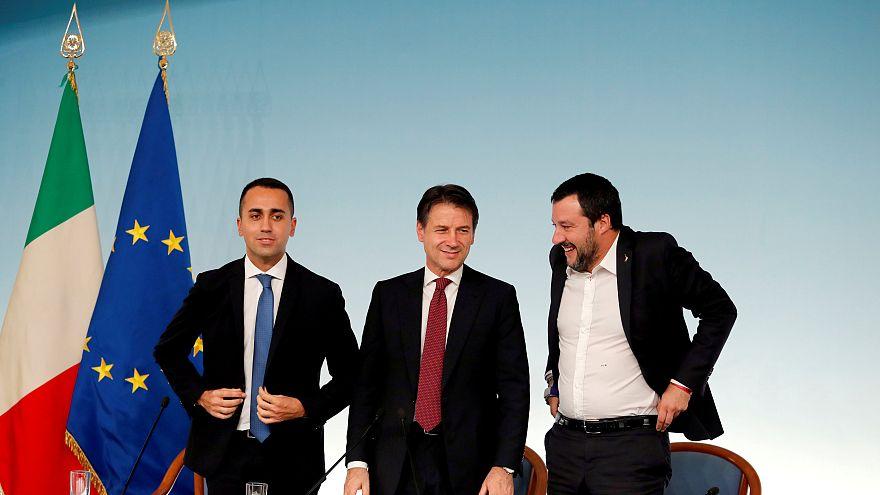 Il presidente del Consiglio Conte (al centro) con i vicepremier