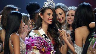 الفلبين تفوز لرابع مرة في مسابقة ملكة جمال الكون التي ضمت متحولين جنسيين لأول مرة