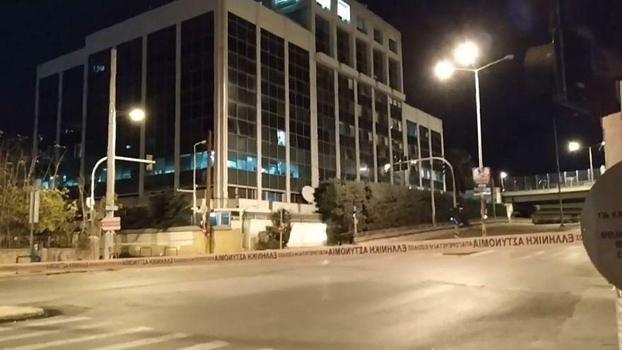 """شاهد لحظة الانفجار قرب محطة """"سكاي"""" اليونانية في أثينا"""
