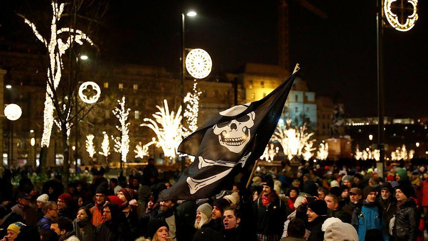 اعتراضات ۱۵ هزار نفرۀ بوداپست به «قانون بردگی» ویکتور اوربان