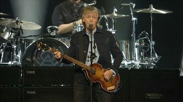 """Paul McCartney soltou a """"Beatlmania"""" ao vivo em Londres"""