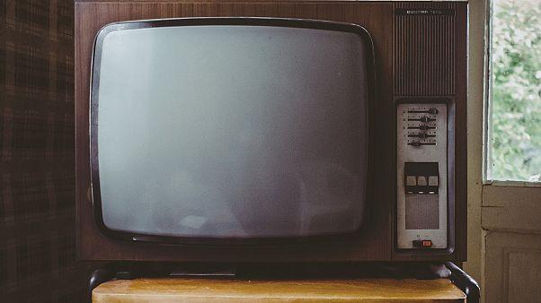 TV fällt vom Schrank: Kind (4) tot