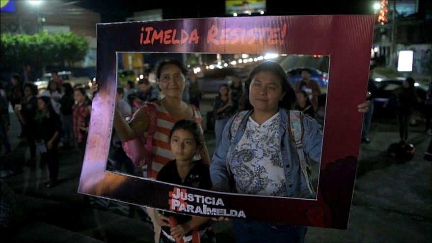 Comparece ante el juez la joven salvadoreña acusada de intento de homicidio tras parir en un retrete