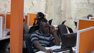 زيادة الإجهاد والضغط لدى الموظفين تدفع شركات لتجربة خفض أسبوع العمل لأربعة أيام