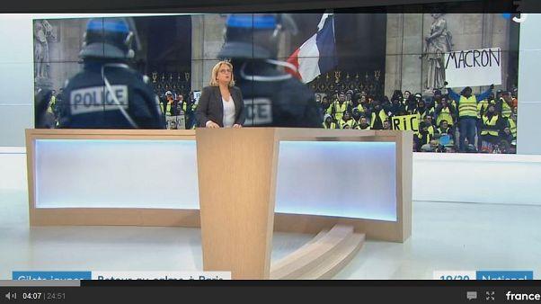 Sarı yeleklilerin pankartı sansürlü yayınlandı, Fransız kanalı 'insani hata' dedi