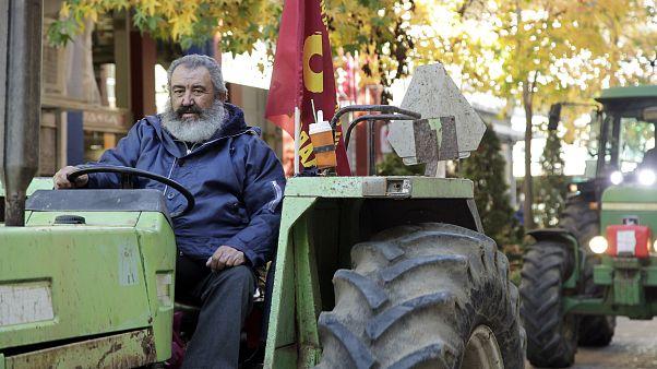Στους δρόμους οι αγρότες - Μπλόκα σε Καρδίτσα και Λάρισα