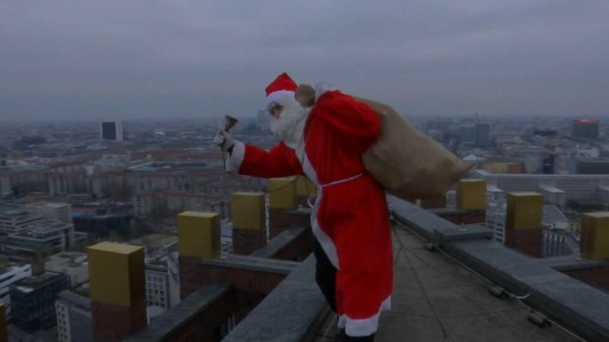 Santa rappels down skyscraper delivering gifts to Berlin children