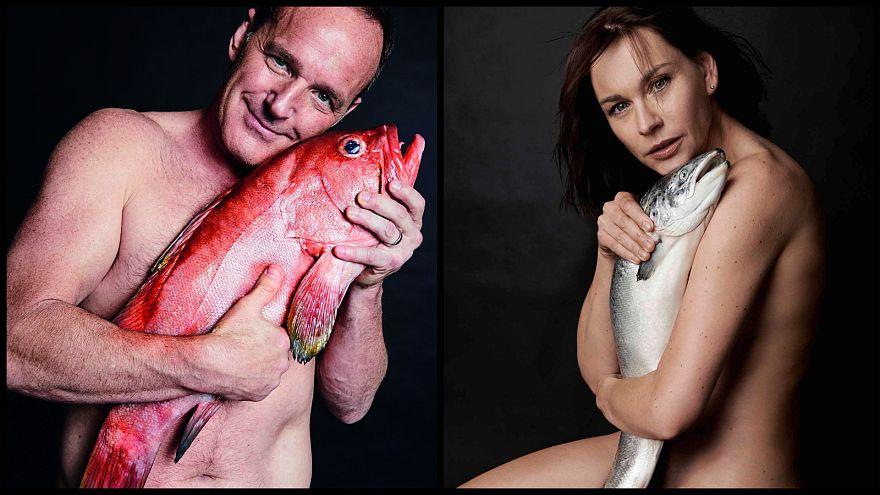 Ünlü sinema oyuncuları 'balık aşkına' soyundu