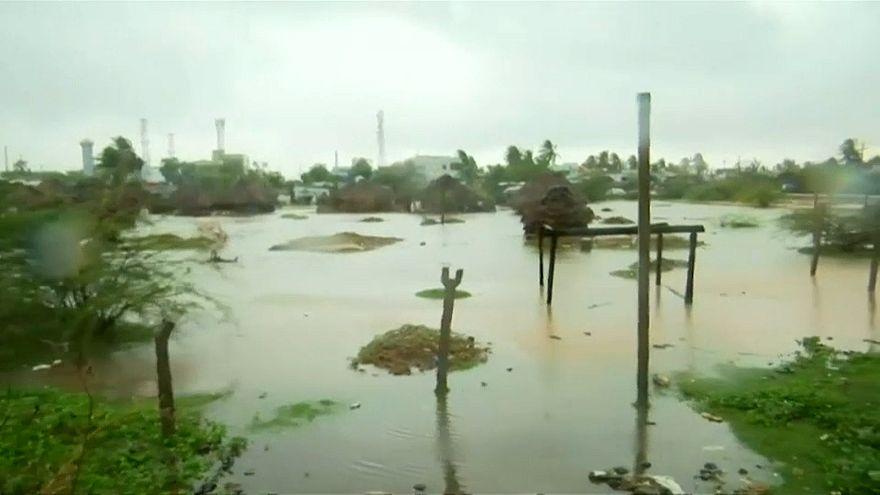 """إعصار """"فيثاي"""" يضرب جنوب الهند ويسفر عن مقتل شخص"""