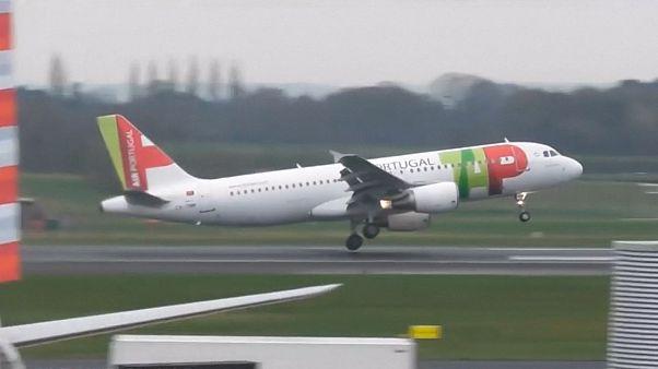وزش باد شدید در منچستر مانع از فرود چند هواپیما بر روی باند فرودگاه شد