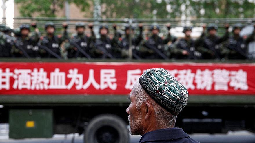 Çin Uygur Türklerini 'toplama kampları'ndan sonra köle gibi fabrikalarda çalıştırıyor