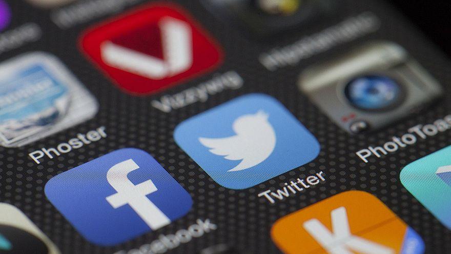 """""""تويتر"""" ترصد حركة مشبوهة في قسم العملاء مصدرها الصين والسعودية"""